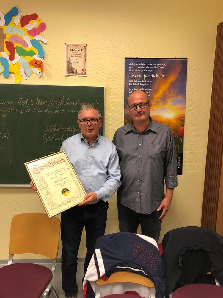 Ehrenmitglieschaft an Ralf Kühne verliehen